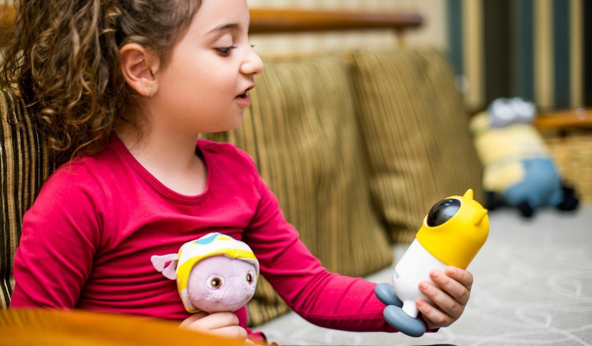 آموزش7 زبان به بچه ها با روبات
